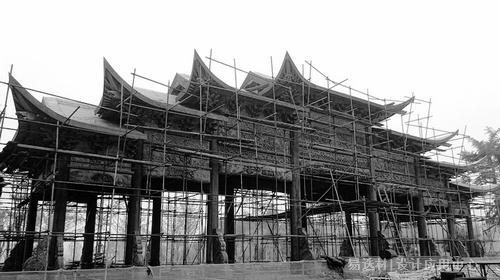 """易选材--资讯-榫卯结构撑起""""世界最大木牌楼"""""""