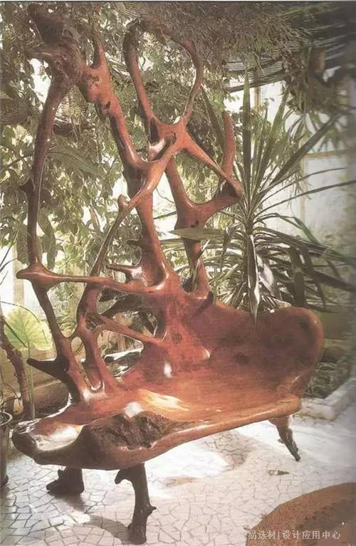 用自然生成的树根制作的椅子.私人收藏.
