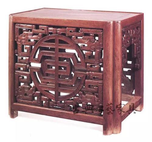 中式传统家具上的螭龙