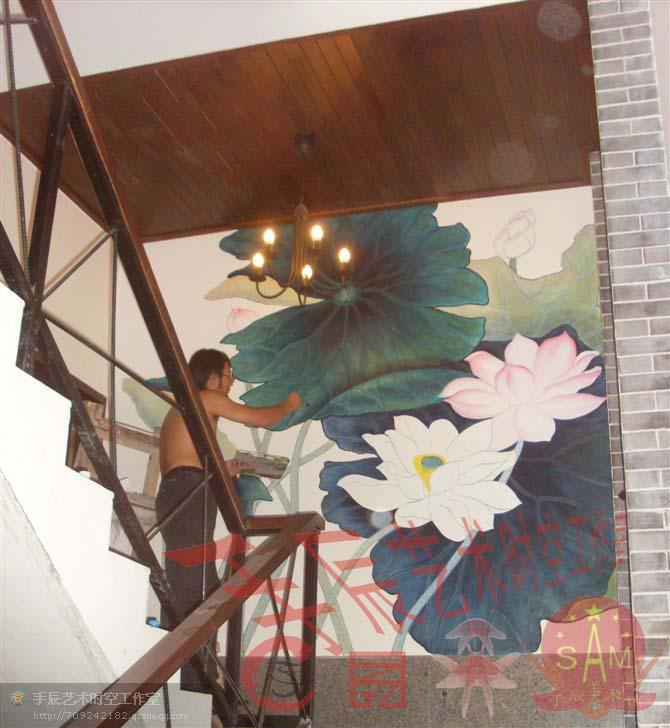 油画,壁画,雕塑,平面设计,环艺设计等著名的艺术家,具有深厚的艺术