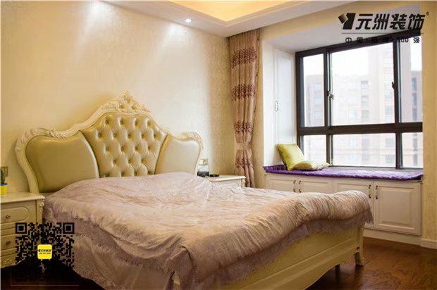 欧式大床经典软包设计,舒适又典雅,花纹壁纸与精美的四件套
