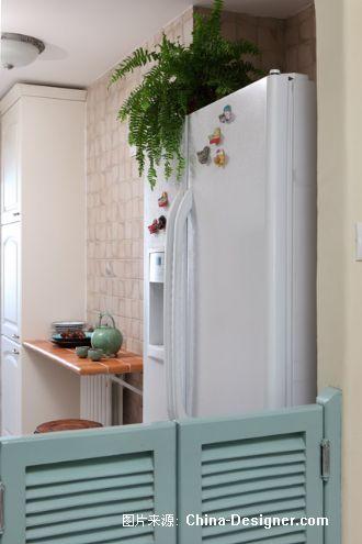 放置了双开门冰箱;原客厅