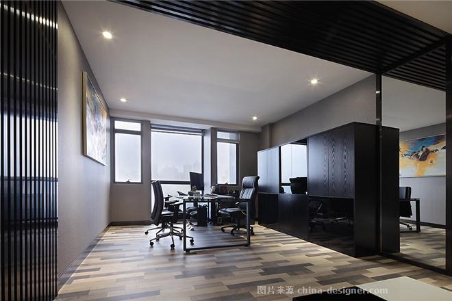 A、与同类竞争性物业相比,作品独有的设计策划、市场定位: 领域机构是一个专业的地产营运集成商,业务范围涵盖了创意策划、广告、地产销售等方面,充满创意、具有强烈进取欲望的公司物质为办公室的设计定下了LOFT的调子。 设计理念:无 间;关键词:解构、虚拟、简酷、自由。 多元化社会元素在变异中对峙且重组,呈现出大道无间的混沌状态:现实与虚拟、空间与解构、简酷与冷静、规则与自由。