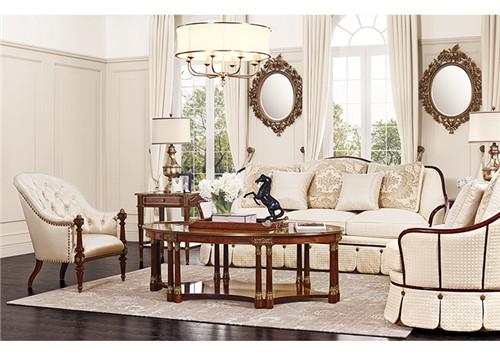 沿袭帝政式家具中对木制雕刻的克制使用,少量而精致的手工雕花让装饰