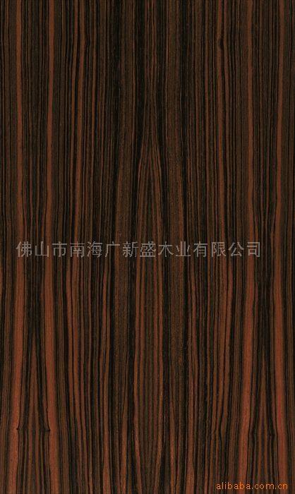 黑檀与市场上高档装饰盛行的紫檀,巴西酸枝同属红木