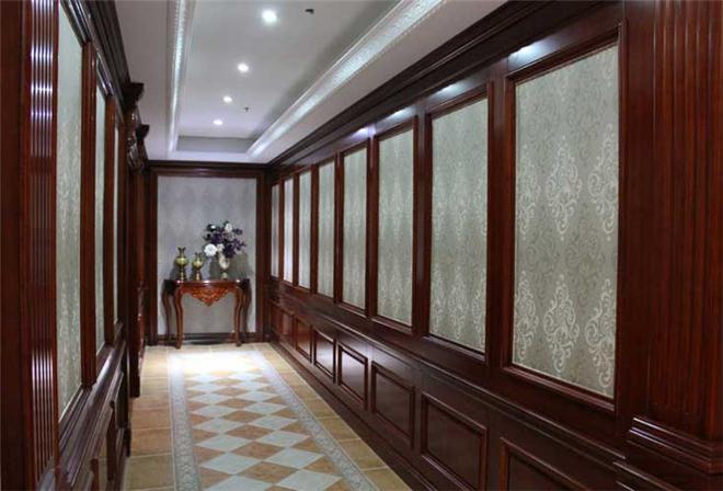 惠州市欧宝隆门业有限公司www.cnobol.com 坐落于广东省珠江三角经济区的惠州市,创建于2003年、是一家大型室内木门专业生产企业,公司厂房占地面积为6.3万平方米,员工800多人现主要生产和销售高、中、低不同档次的室内套装木门、护墙板、整木家具等室内烤漆全屋整体家居订制套装产品。